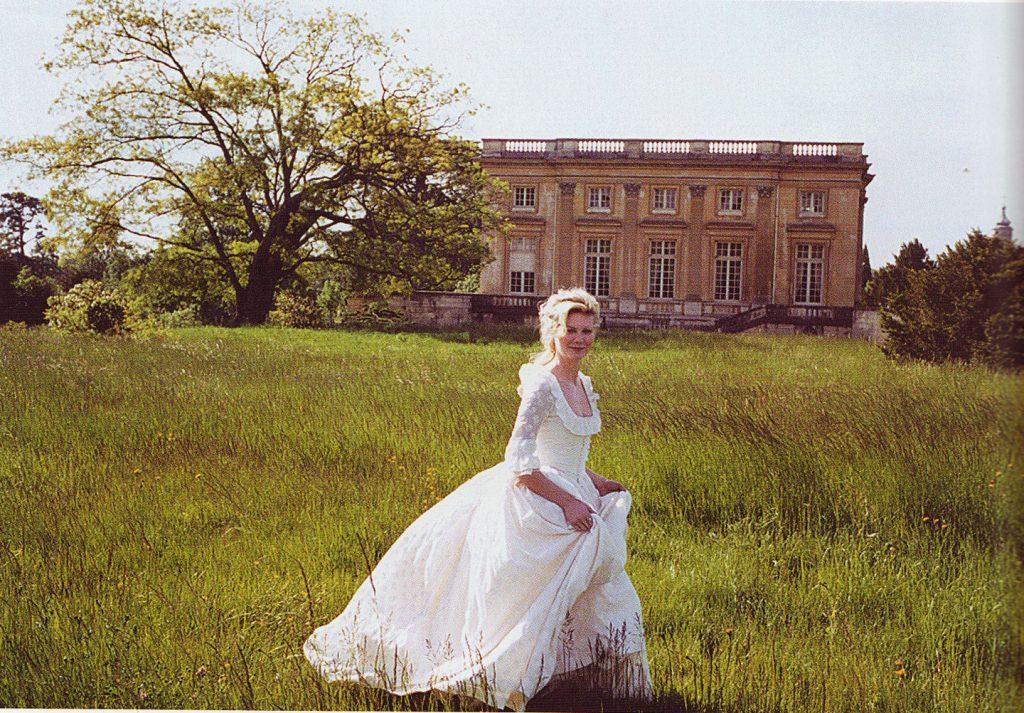 L'attribut alt de cette image est vide, son nom de fichier est Marie-Antoinette-Coppola-Trianon-1024x713.jpg.