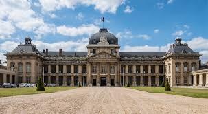 Une operation sous haute surveillance : L'ecole Militaire a Paris
